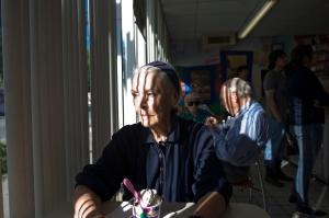 A szerelmi háromszög egyik tagja, Jeanie 82 éves (Isadora Kosofsky felvétele, 2012)
