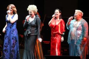 Polyák Lilla, Básti Juli, Botos Éva és Falusi Mariann énekel a Hét boszorka van - A szentivánéji tüzek és szerelmek éjszakája című koncerten a Margitszigeti Szabadtéri Színpadon 2012. június 22-én