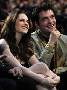 Robert Pattinson brit színész, és párja Kristen Stewart amerikai színésznő