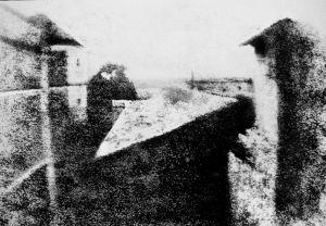 """Joseph Nicéphore Niepcé francia feltaláló """"Kilátás a dolgozószobából"""" című képe 1826-ból"""