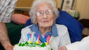 A 116 éves Besse Cooper, a világ legidősebb élő személye a születésnapját ünnepli 2012. augusztus 26-án a Missouri állambéli  Monroe-ban