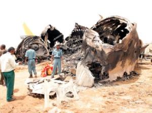 A lezuhant repülőgép maradványai a szudáni Talodiban 2012. augusztus 19-én