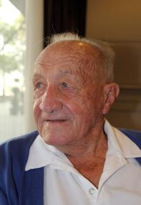 A 99 éves Tarics Sándor, a világ legidősebb élő olimpiai bajnoka, az 1936-os berlini játékokon győztes vízilabdacsapat játékosa Budapesten 2012. augusztus 21-én (Fotó: Mészáros Márton)