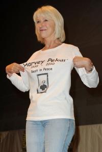 Helen Mirren Oscar-díjas brit színésznő a Comic-Con rendezvényen 2010-ben