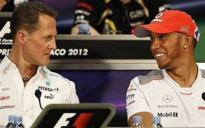 Lewis Hamilton világbajnok brit autóversenyző és a szintén világbajnok Michael Schumacher német Forma 1-es pilóta