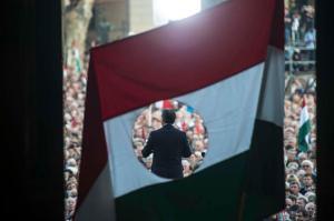 Orbán Viktor miniszterelnök ünnepi beszédét mondja a Kossuth téri Parlament előtt 2012. október 23-án (Forrás: Orbán Viktor Hivatalos Facebook oldala)