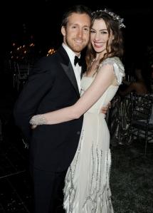 Anne Hathaway amerikai színésznő és férje, Adam Shulman egy korábbi felvételen