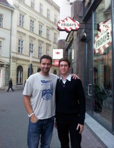 Charley Jonhsonnal, a Pay It Forward mozgalom vezetőjével Budapesten 2012. október 19-én