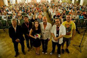A vizsga című film alkotói balról jobbra középen Hámori Gabriella, Kulka János és Bergendy Péter rendező a Karlovy Vary-i Filmfesztiválon