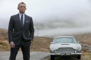 Daniel Craig brit színész James Bondként a Skyfall című film egyik jelenetében