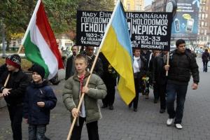 Megemlékeznek az 1932-33-as nagy ukrajnai éhínség áldozatairól a budapesti Deák-téren 2012. november 24-én (Fotó: Mészáros Márton)
