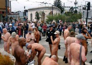 Pucér emberek gyülekeznek San Franciscóban (A felvétel 2011 szeptemberében készült)