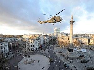 A londoni Trafalgar tér, ahol az All You Need is Kill című filmet forgatják 2012. november 25-én