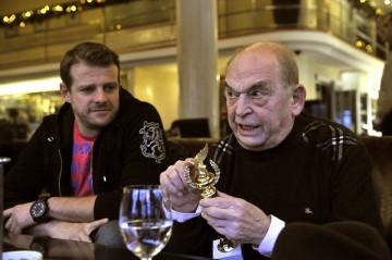 Kamarás Iván és Bodrogi Gyula színművészek az Arany Medál-díjak átadása után Budapesten 2012. december 11-én