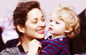 Marion Cotillard Oscar-díjas francia színésznő és kisfia, Marcel