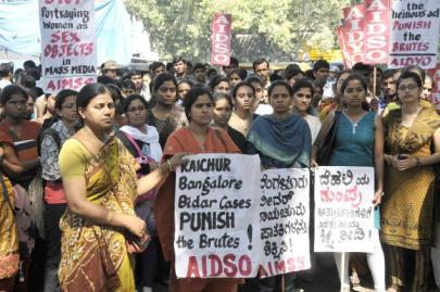 Csoportos nemi erőszak miatt tüntetnek Új-Delhiben