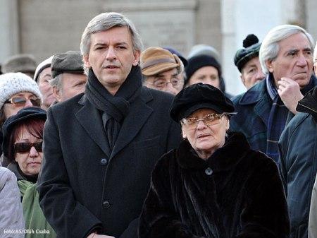 Alföldi Róbert, a Nemzeti Színház igazgatója és Törőcsik Mari Kossuth-díjas színművész, a Nemzet Színésze Garas Dezső temetésén 2012. január 11-én
