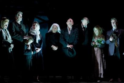 Nyitójelenet Kodolányi János: Földindulás című színművében az Újszínházban
