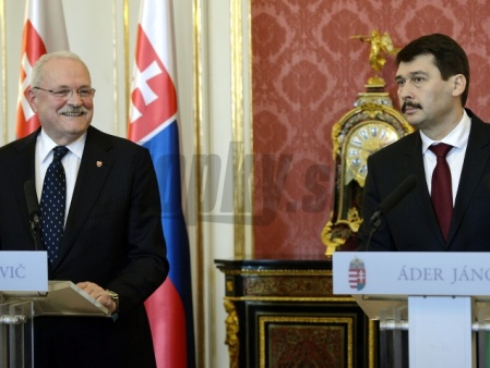 Ivan Gasparovic szlovák elnök és Áder János magyar köztársasági elnök a budai Sándor-palotában 2013. február 19-én