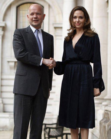 Angelina Jolie Oscar-díjas amerikai színésznő és William Hague brit külügyminiszter