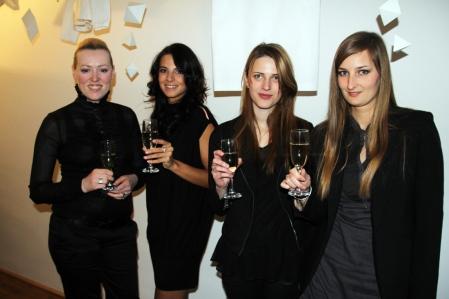 Kiss Kósa Annamária, Kránitz Orsolya, Nagy Dorottya tervezők Sarka Kata modell, televíziós személyiség társaságában a Blackdoor Showroom megnyitóján Budapesten 2013. március 23-án (Fotó: Mészáros Márton)