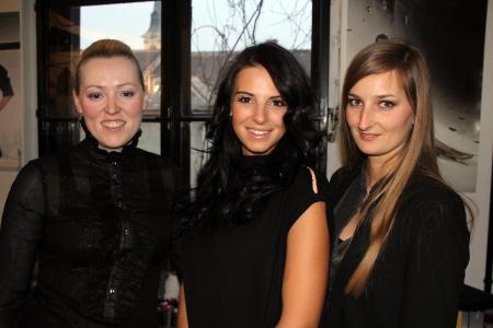 Kiss Kósa Annamária és Kránitz Orsolya tervezők középen Sarka Kata modell, televíziós személyiséggel a Blackdoor Showroom megnyitóján Budapesten 2013. március 23-án (Fotó: Mészáros Márton)