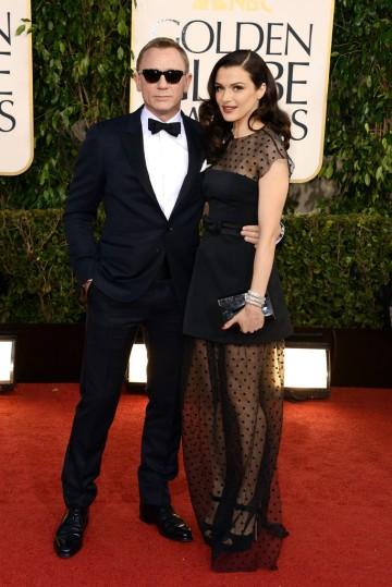 Daniel Craig brit színész és felesége, Rachel Weisz Oscar-díjas brit színésznő a Golden Globe-díjkiosztó vörös szőnyegén Los Angelesben 2013. január 13-án