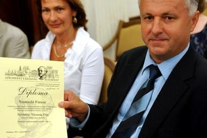 Korábban, 2011-ben készült felvétel Szaniszló Ferenc újságíróról, az Echo TV műsorvezetőjéről