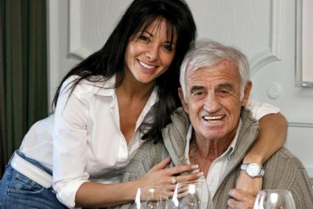 Jean-Paul Belmondo francia színész és akkori párja, Barbara Gandolfini belga topmodell egy 2011-ben készült felvételen