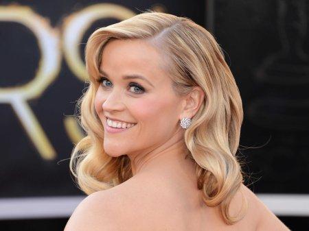 Reese Witherspoon amerikai színésznő az Oscar-gálán a Los Angelesben 2013. február 24-én