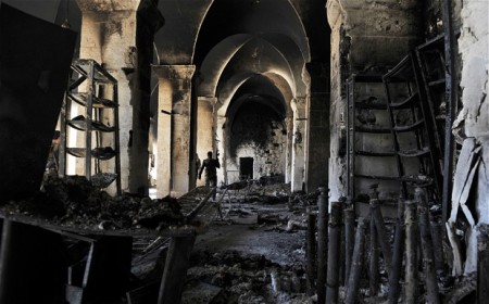 A szíriai umayyadi mecsethez tartozó 11. századi minaret romjai Aleppoban 2013. április 24-én