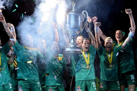 A Győri Audi ETO KC kézilabdacsapata a női kézilabda Bajnokok Ligája győzelem után 2013. május 11-én