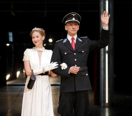 Tenki Réka és László Zsolt a Mephisto című darabban a Nemzeti Színházban