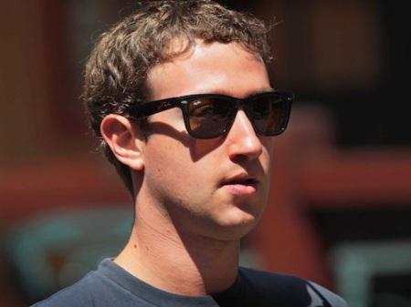 Mark Zuckerberg amerikai programozó, a Facebook közösségi oldal alapítója