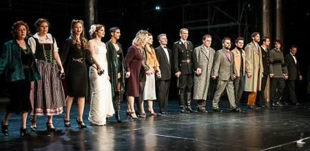Színészek  az Alföldi-korszak utolsó előadása, a Mephisto után a Nemzeti Színházban 2013. június 22-én