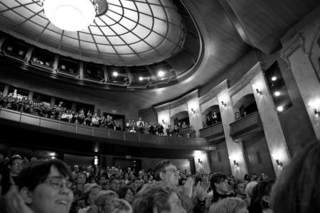Tapsvihar a Nemzeti Színházban