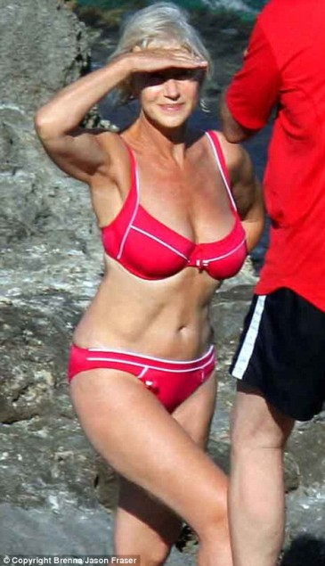 Helen Mirren Oscar-díjas brit színésznő bikiniben Olaszországban 2008-ban
