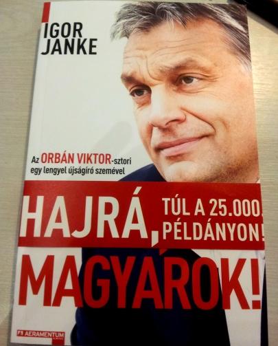 Igor Janke lengyel újságíró Orbán Viktorról szóló Hajrá, magyarok! című könyve (Fotó: Mészáros Márton)