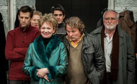 Básti Juli (zöldben) a Nemzeti Színház Csehov: Sirály című előadásában