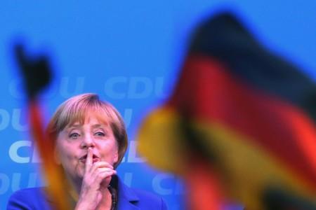 Angela Merkel német kancellár, a Kereszténydemokrata Unió, a CDU elnöke a pártjának elnökségi ülése után tartott sajtóértekezletén Berlinben 2013. szeptember 23-án, a német parlamenti választások másnapján.