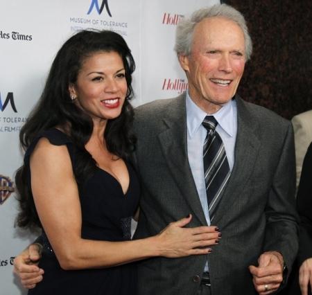 Clint Eastwood Oscar-díjas amerikai színész-rendező és felesége, Dina Ruiz