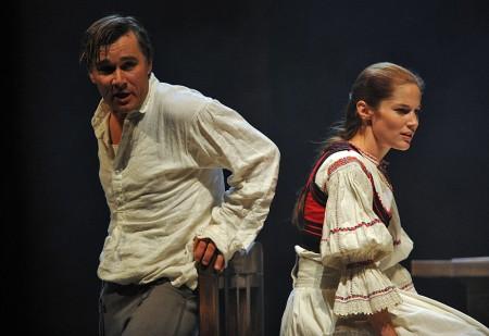 Trill Zsolt és Martinovics Dorina színművészek a Vitéz lélek című darabban
