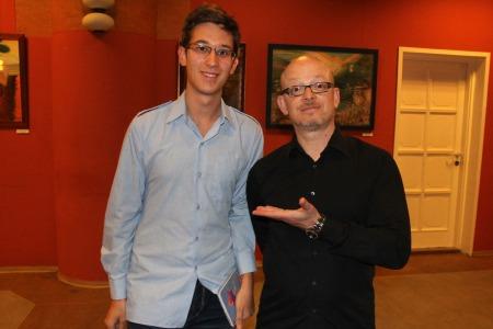 A több mint 1 millió példányban eladott Nézd ki van itt című könyv szerzőjével, Timur Vermes német íróval Budapesten 2013. szeptember 12-én