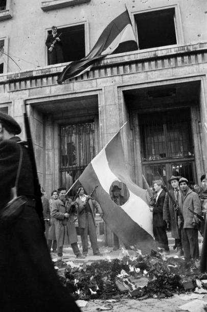 Köztársaság tér 1956. októberében ( Erich Lessing felvétele)