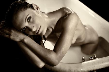 Bordán Lili magyar színésznő a TJ Scott amerikai rendező In the Tub című albumában megjelent egyik felvételen (Fotó: TJ Scott)