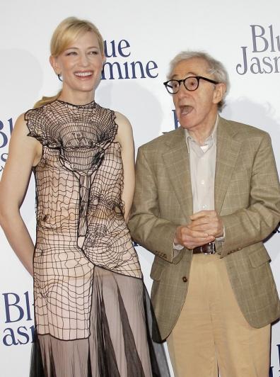 Cate Blanchett ausztrál színésznő és Woody Allen amerikai rendező a Blue Jasmine című filmjük párizsi bemutatóján 2013. augusztus 27-én
