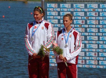 Somogyi Szilvia (b) a dobogón az ifjúsági Európa-bajnokságon