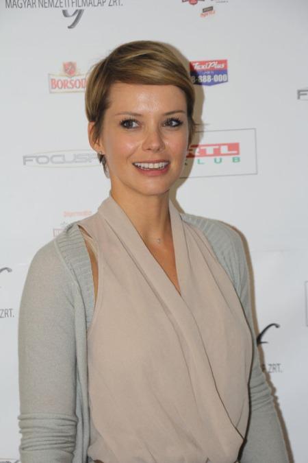 Osvárt Andrea színésznő a Megdönteni Hajnal Tímeát című film sajtótájékoztatóját a budapesti Körszállóban 2013. október 1-jén (Fotó: Mészáros Márton)