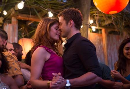 Gemma Arterton brit színésznő és Justin Timberlake amerikai színész a Vakszerencse (Runner, Runner) című film egyik jelenetében