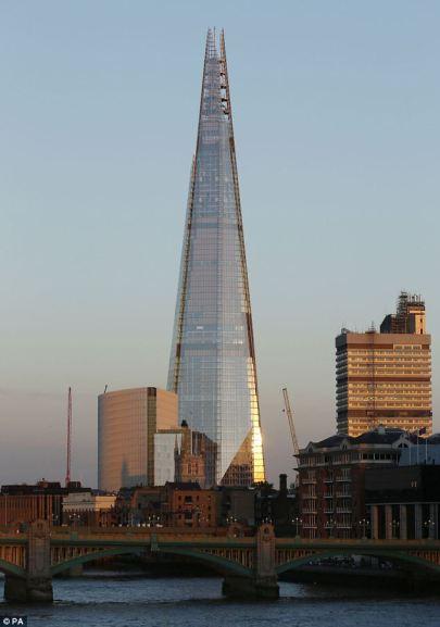 A The Shard (Üvegszilánk) felhőkarcoló Londonban 2013. november 21-én